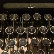 En skrivande person